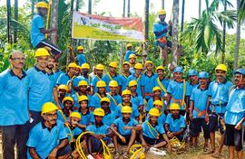 Climbing classes: Young men in Kerala get up areca trees